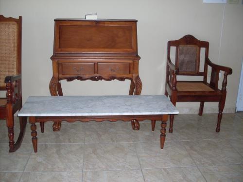 Muebles antiguos en Hatillo, Puerto Rico  Muebles