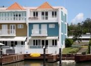 Exclusiva villa con marina privada